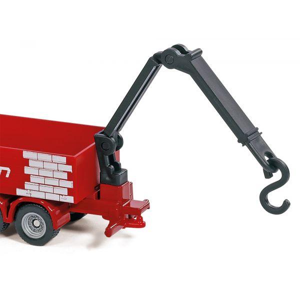 Xe công trình chở nguyên vật liệu
