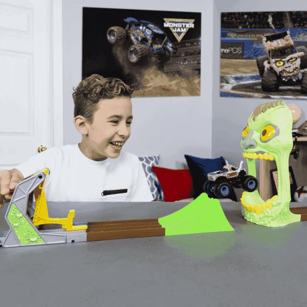 Xe ô tô Playset Monster Jam đối đầu Zombie