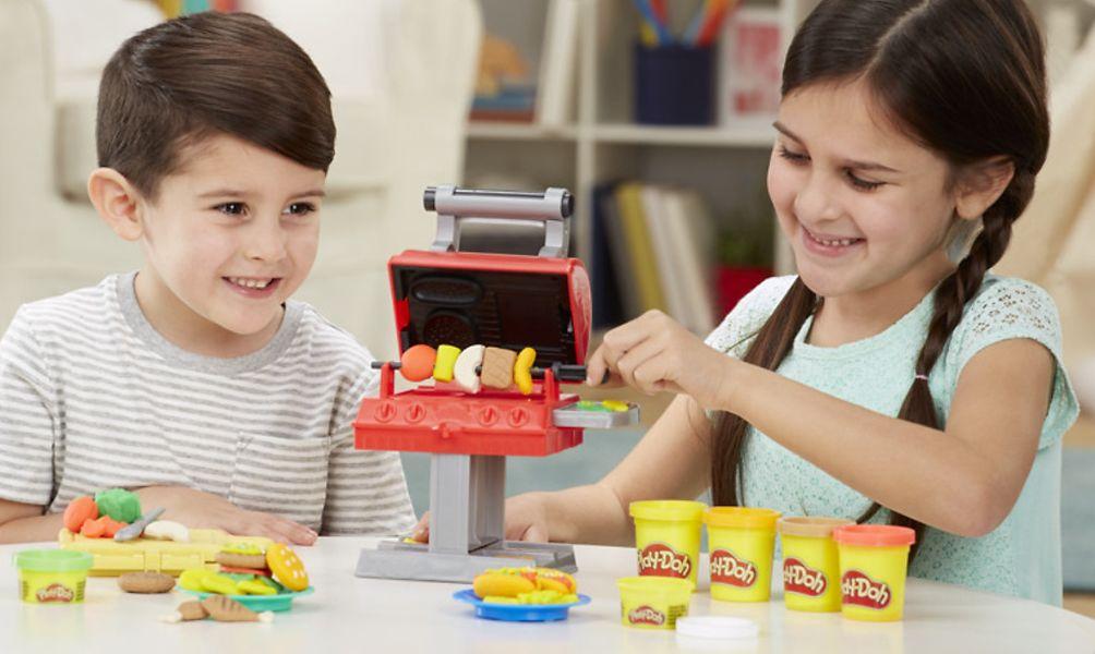 Bé khéo léo và sáng tạo không ngừng với đồ chơi bột nặn an toàn